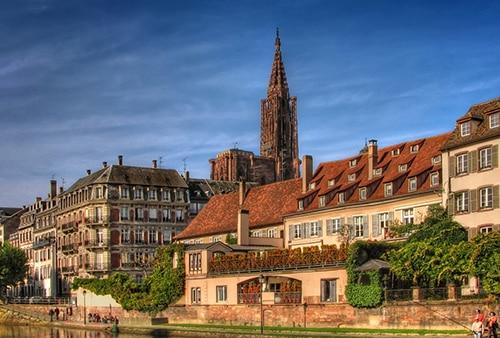 Tourisme avec chauffeur privé en Alsace pour visiter la célèbre Cathédrale